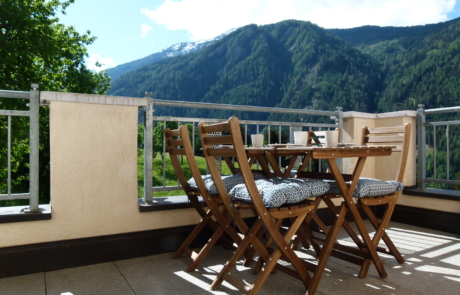 Terras Haus Aifnerspitze uitzicht op Ladis